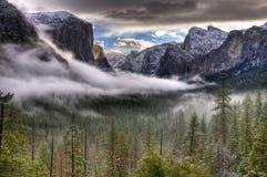 Alba di inverno sulla valle del Yosemite Immagine Stock