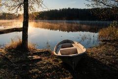 Alba di mattina sopra il lago Immagini Stock