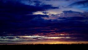 Alba di mattina sopra il lasso di tempo del paesaggio della campagna di inverno video d archivio