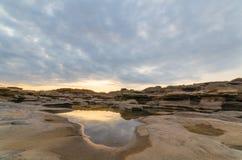 Alba dietro il canyon Fotografia Stock