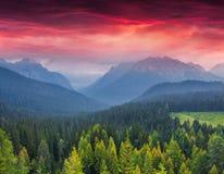 Alba drammatica di estate nelle alpi italiane Immagini Stock Libere da Diritti