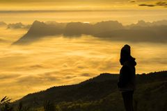 Alba e foschia sulla montagna Fotografie Stock