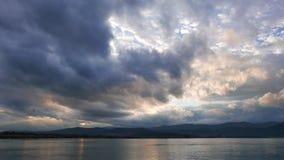 Alba egea nuvolosa in autunno archivi video