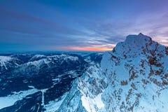 Alba en cumbre de la montaña de Zugspitze imagen de archivo