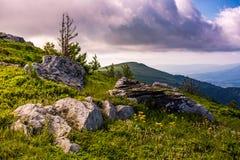 Alba epica nella cresta dell'alta montagna Immagine Stock