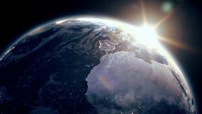 Alba epica realistica altamente dettagliata sopra l'animazione del pianeta Terra 3D archivi video