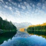 Alba fantastica sul lago Eibsee della montagna Immagini Stock Libere da Diritti