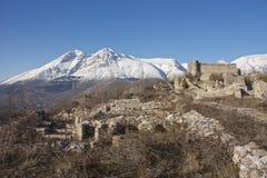 Alba Fucens, Borgo Medievale imagen de archivo
