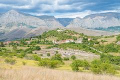 Alba Fucens, città corsiva antica al piede di Monte Velino, vicino a Avezzano, l'Abruzzo, Italia centrale Fotografie Stock Libere da Diritti