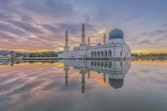 Alba a Kota Kinabalu City Mosque Sabah Borneo, Malesia Immagine Stock