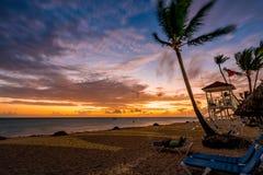 Alba magica della spiaggia di Punta Cana, Repubblica dominicana fotografie stock libere da diritti