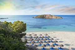Alba Mediterranea idilliaca della spiaggia Immagini Stock Libere da Diritti