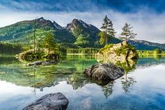 Alba meravigliosa nel lago Hintersee in alpi, Germania, Europa Fotografie Stock Libere da Diritti