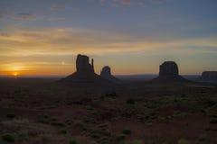 Alba meravigliosa in valle del monumento fotografia stock