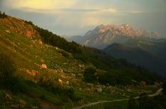 Alba, montagne Immagini Stock