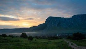 Alba in montagne di Apuseni, Romania immagine stock