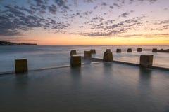 Alba naturale dello stagno della roccia alla spiaggia di Coogee Fotografia Stock Libera da Diritti