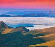 Alba nebbiosa di estate nelle alpi italiane Montagne delle dolomia, I Fotografia Stock Libera da Diritti