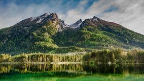 Alba nebbiosa nel lago Hintersee in alpi Fotografia Stock Libera da Diritti
