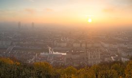 Alba nebbiosa sopra Lione Fotografie Stock
