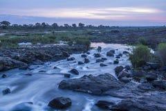 Alba nel fiume di Sabie nel parco nazionale di Kruger, Sudafrica Fotografia Stock