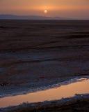 Alba nel lago asciutto del sale fotografia stock libera da diritti