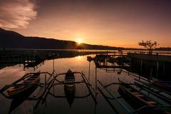 Alba nel lago Bratan, Bali, Indonesia Fotografia Stock