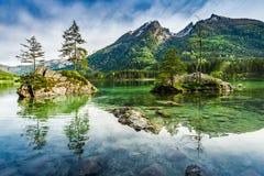 Alba nel lago Hintersee in alpi, Germania, Europa Fotografia Stock Libera da Diritti