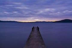 Alba nel lago il Distretto di Rotorua, Nuova Zelanda Immagini Stock Libere da Diritti