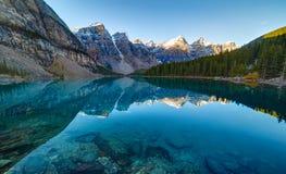 Alba nel lago moraine Fotografia Stock Libera da Diritti
