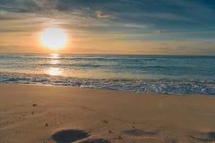 Alba nel mar dei Caraibi fotografia stock