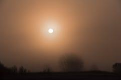 Alba nella nebbia Fotografie Stock Libere da Diritti
