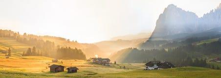 Alba nelle alpi, dolomia, Italia Immagine Stock Libera da Diritti