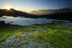Alba nelle alpi, Francia Immagini Stock