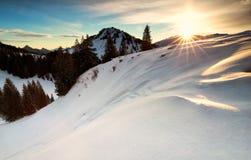Alba nelle alpi nevose di inverno Fotografia Stock Libera da Diritti