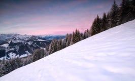 Alba nelle alpi nevose di inverno Immagini Stock Libere da Diritti