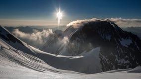 Alba nelle montagne Immagini Stock