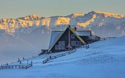 Alba nelle montagne nevose Immagini Stock