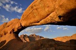 Alba piacevole Spitzkoppe - in Namibia fotografie stock libere da diritti
