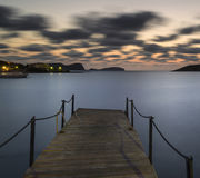 Alba sbalorditiva di alba del paesaggio sopra il molo ed il Med lungo di esposizione Fotografia Stock
