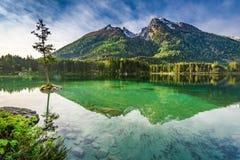 Alba sbalorditiva nel lago Hintersee in alpi, Germania, Europa Immagini Stock