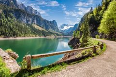 Alba soleggiata nel lago Gosausee in alpi, Austria Fotografia Stock