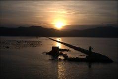 Alba sopra acquacoltura delle cozze in La Spezia Immagine Stock