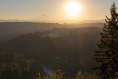 Alba sopra il cappuccio e Sandy River del supporto nell'Oregon Fotografie Stock