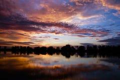 Alba sopra il fiume Fotografia Stock