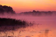 Alba sopra il lago fotografia stock