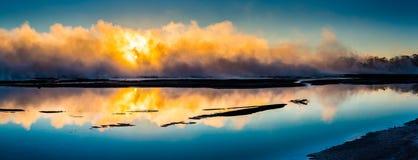 Alba sopra il lago il Distretto di Rotorua immagine stock libera da diritti