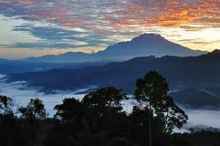 Alba sopra il monte Fuji guardando da un picco adiacente Kinabalu Immagini Stock Libere da Diritti