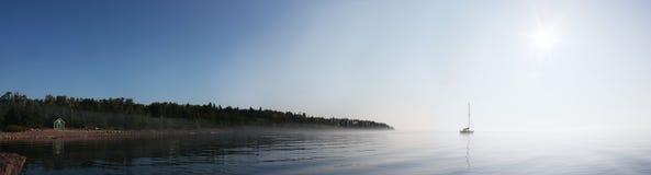 Alba sopra il superiore di lago Fotografie Stock Libere da Diritti