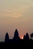 Alba sopra il tempio di Angkor Wat immagine stock libera da diritti
